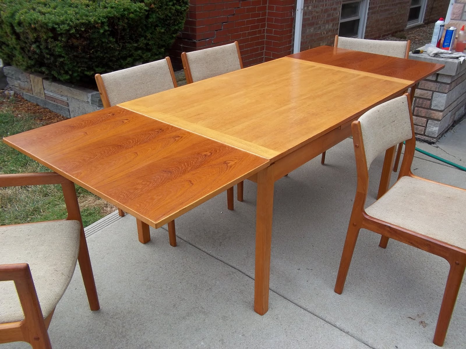 Mid century teak maple 2 tone danish dining room table for Dining room tables with leaves built in