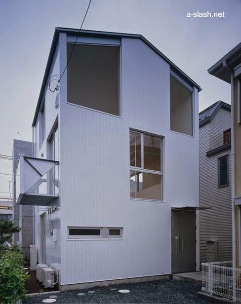 Residencia japonesa de tres plantas