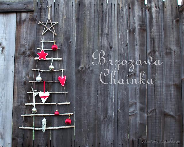 choinka z sosnowych gałęzi, ozdoby na Święta Bożego Narodzenia