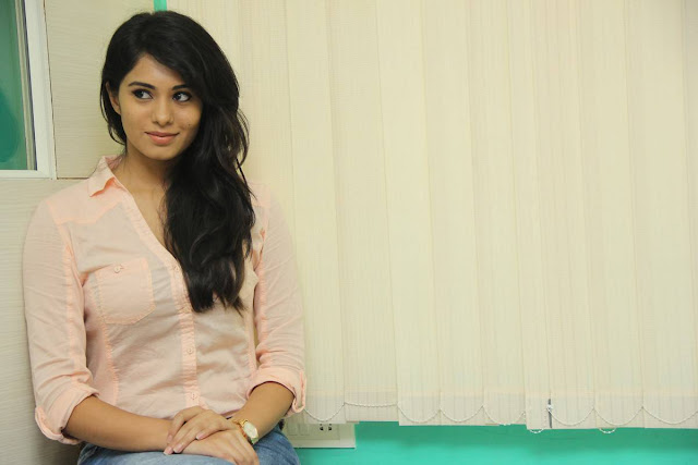 Deepa Sannidhi Latest Photos At Yatchan Movie Interview