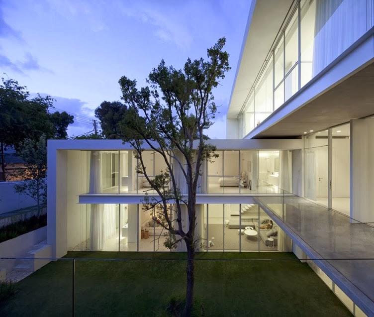 Casa minimalista ramat hasharon pitsou kedem for Arquitectura moderna minimalista