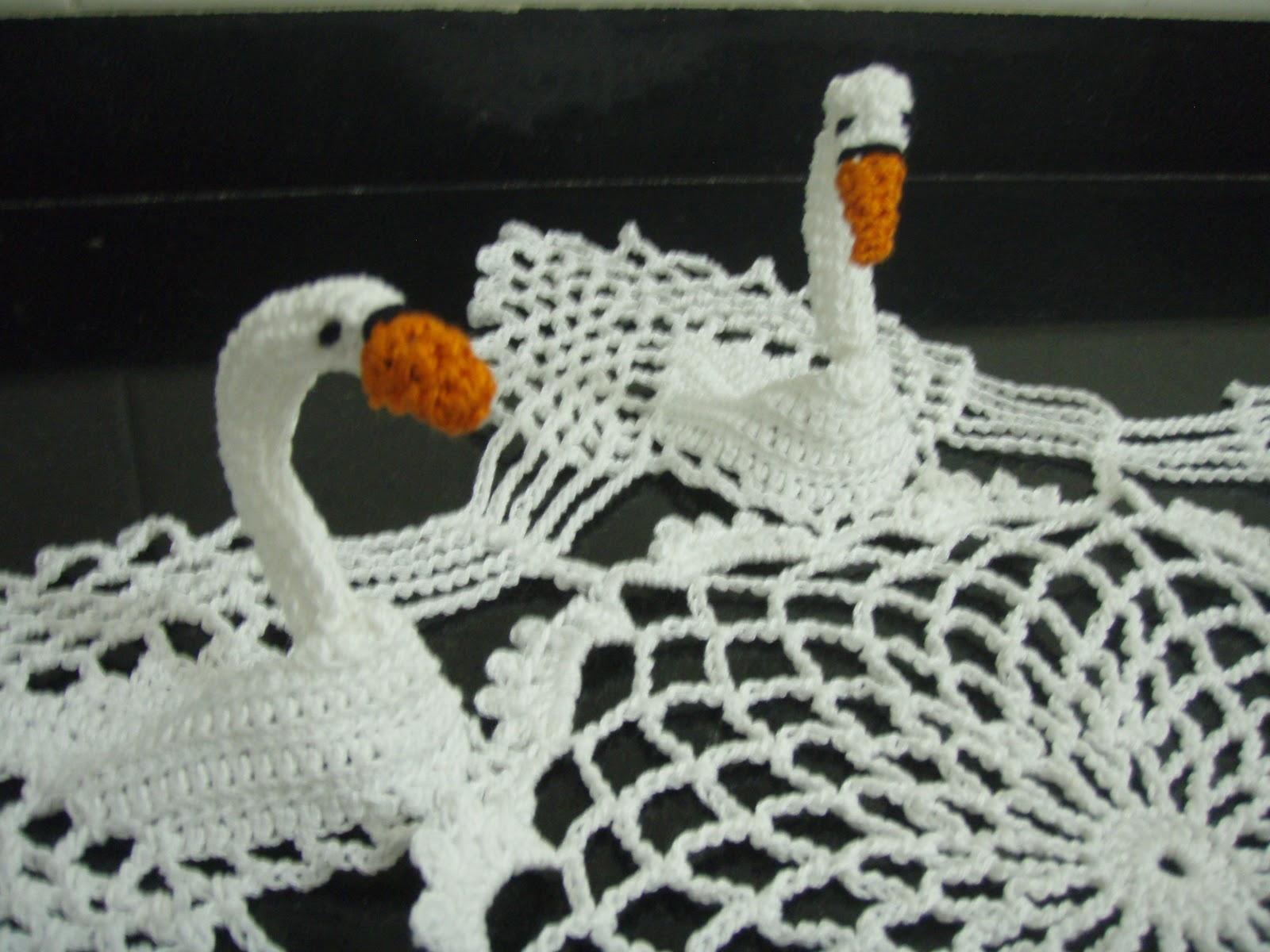 Вязаные лебеди крючком фото
