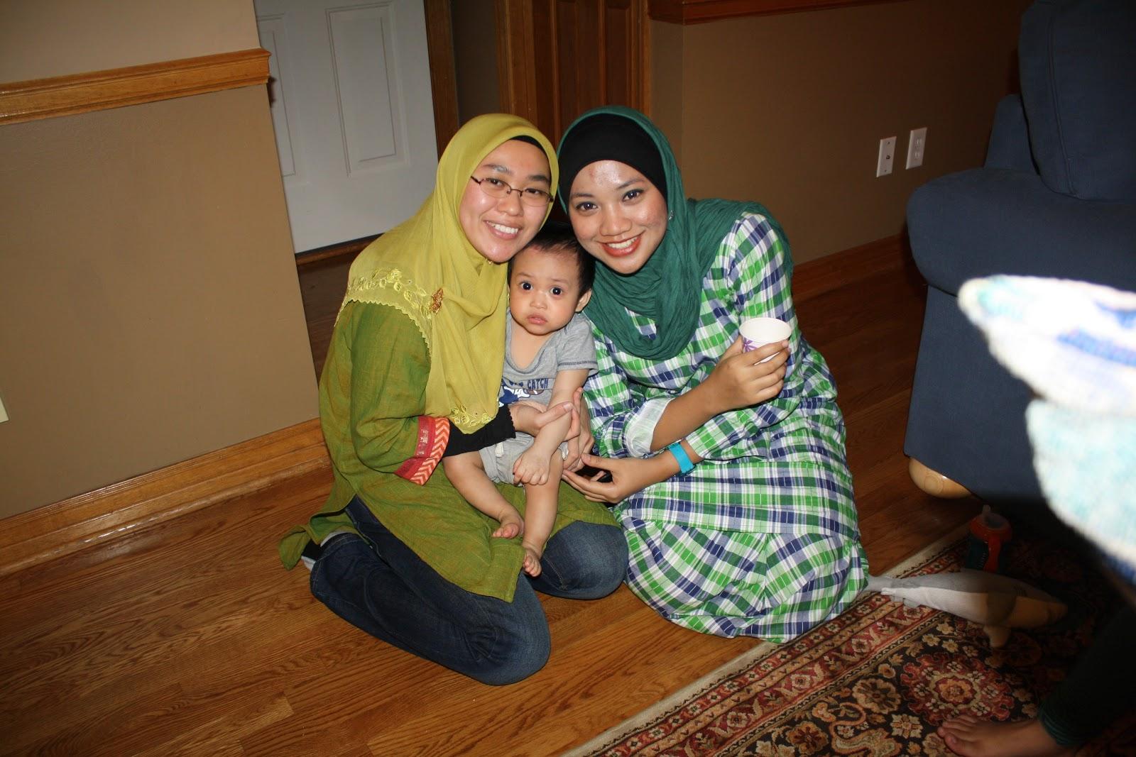 Belajar Sambil Makan September 2011 Ghita Top Putih Dengan Kak Aishah And Feyruz Ni Bijak Sangat