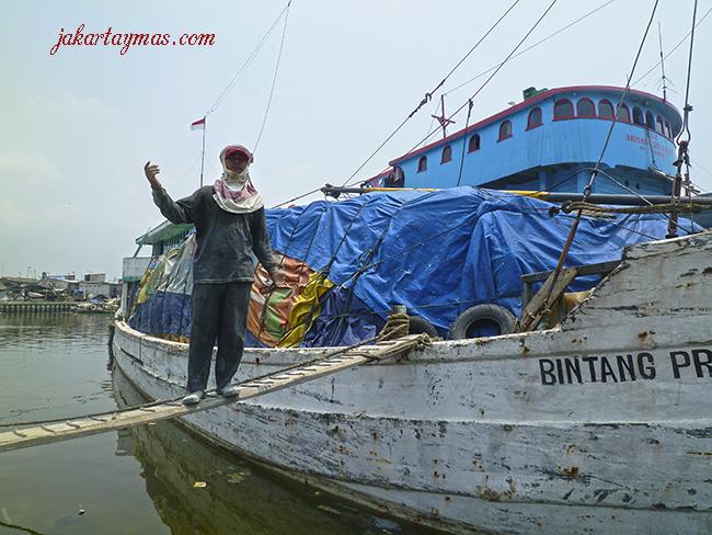 Me invitan a subir al barco en Sunda Kelapa