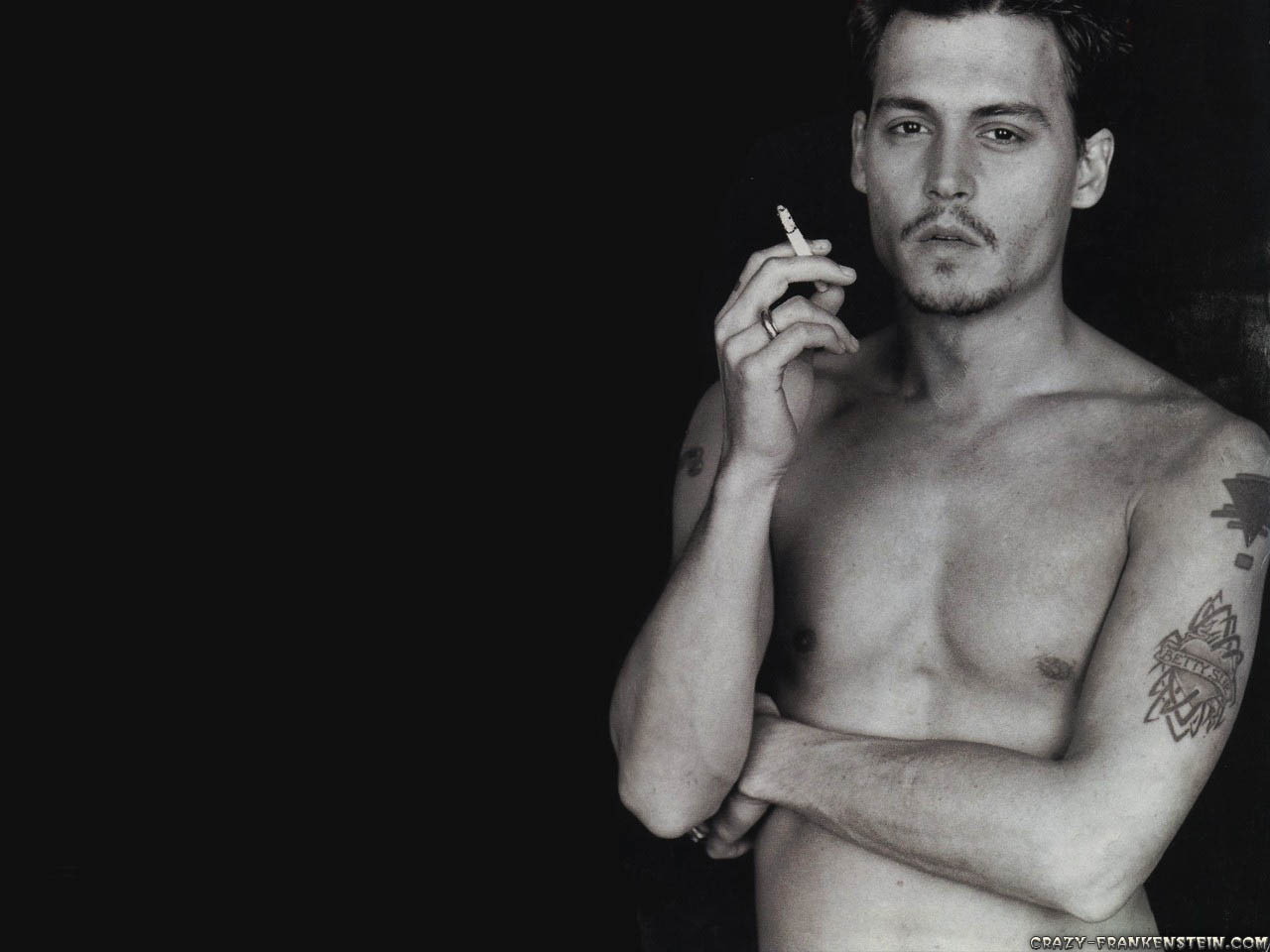 http://3.bp.blogspot.com/-T5LT1JoR6ko/TwnAwmT8JSI/AAAAAAAABow/UoihVGMSBoE/s1600/young-johnny-depp-celebrity-wallpapers-1280x960.jpg