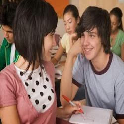 كيف تعرف حقيقة مشاعر المرأة تجاهك - حب المراهقين المراهقة الشباب شباب وبنات