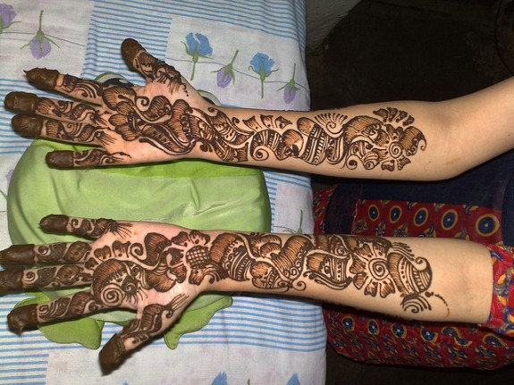 Mehndi Hand With Eye : Fashion room every eye on bridal mehndi hands