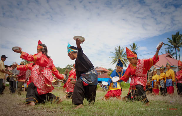 tari piring mengenal asal usul sejarah dan gerakannya rh kisahasalusul blogspot com