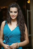 Diksha Panth Glamorous photos-thumbnail-12