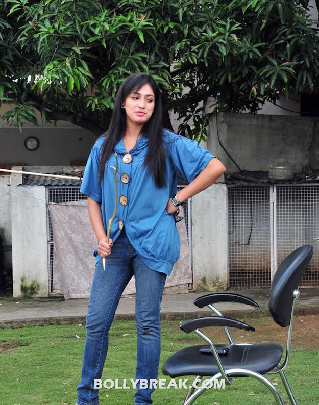 Haripriya in blue denim jeans and shirt - Haripriya Latest Pics in Denim Jeans & Shirt - 2012