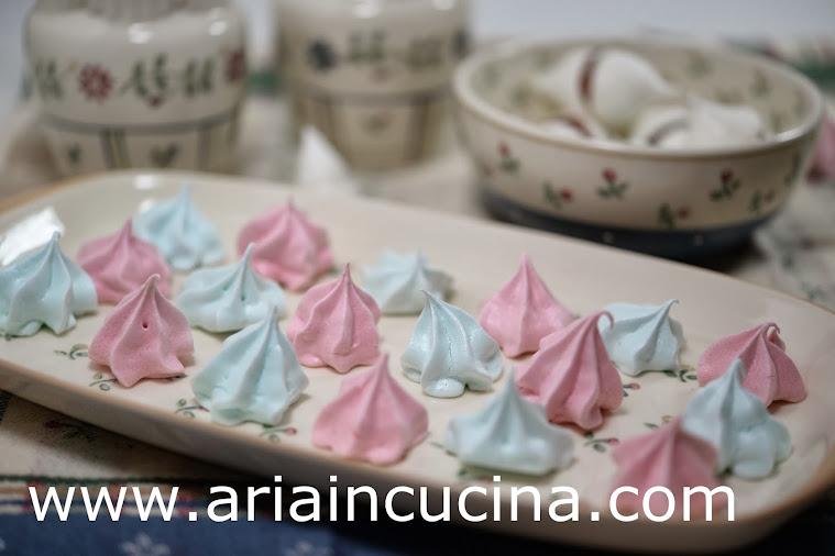 Blog di cucina di Aria: Le Meringhe e i baci di Meringa...la magia dello zucchero a velo