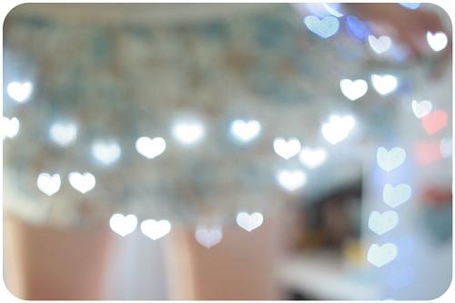 http://melinasouza.com/2012/02/16/d-i-y-heart-bokeh/