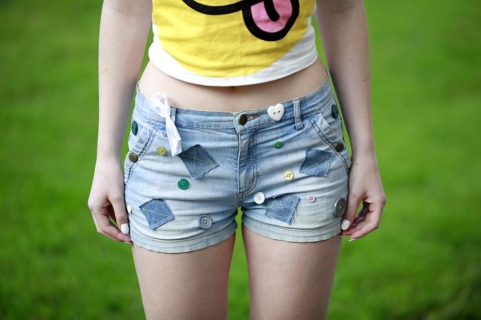 DIY shorts, jak upravit staré kraťasy, white chicwish top