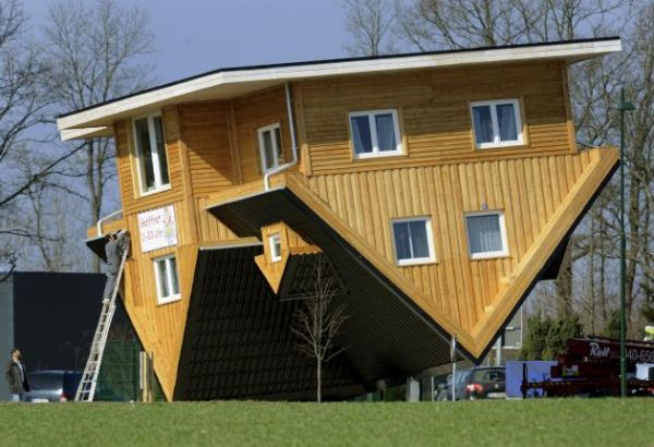 casas al revés Alemania Germany home Upside Down