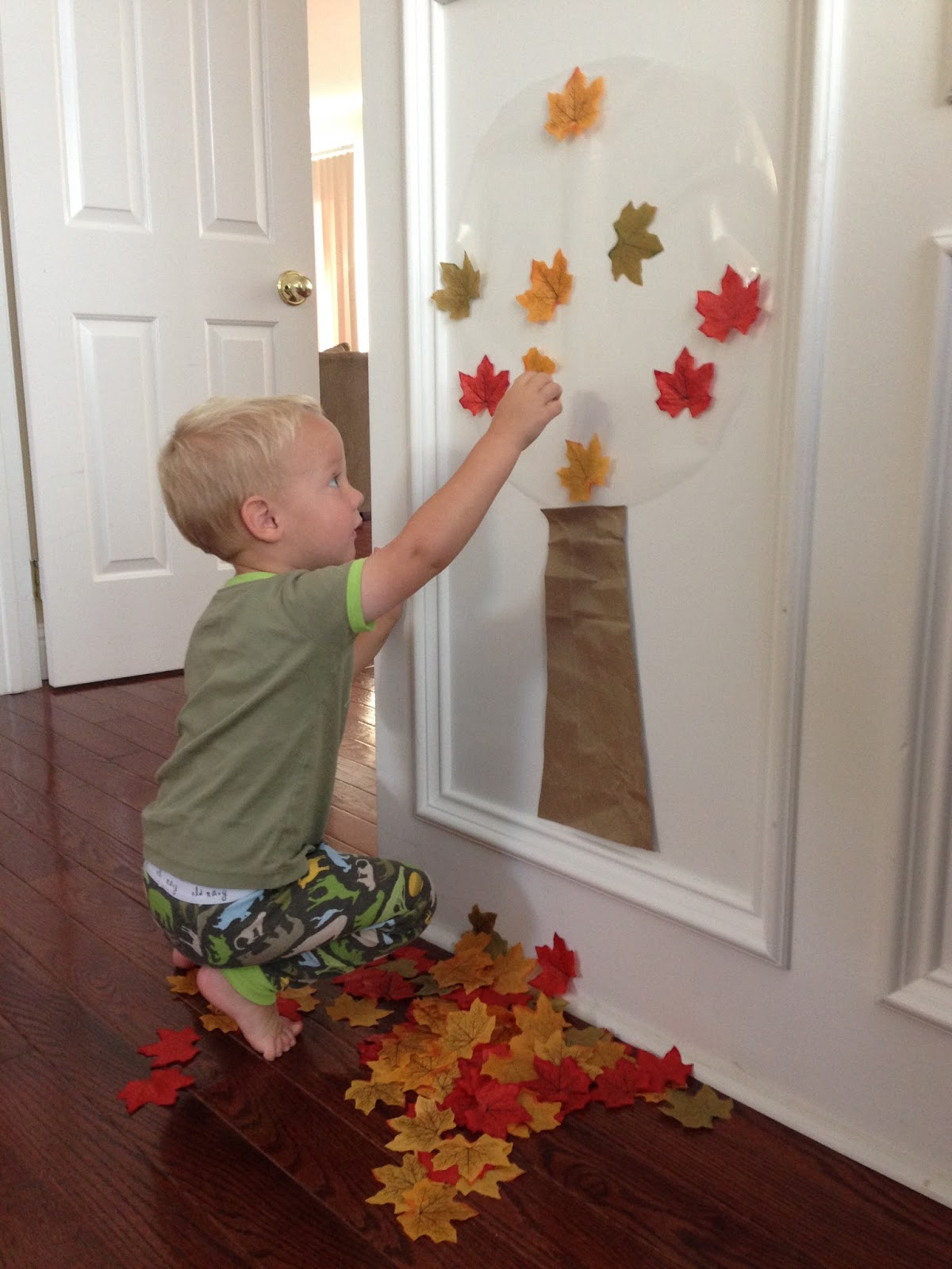 Fall colors activities for toddlers - How To Create A Fall Tree Activity