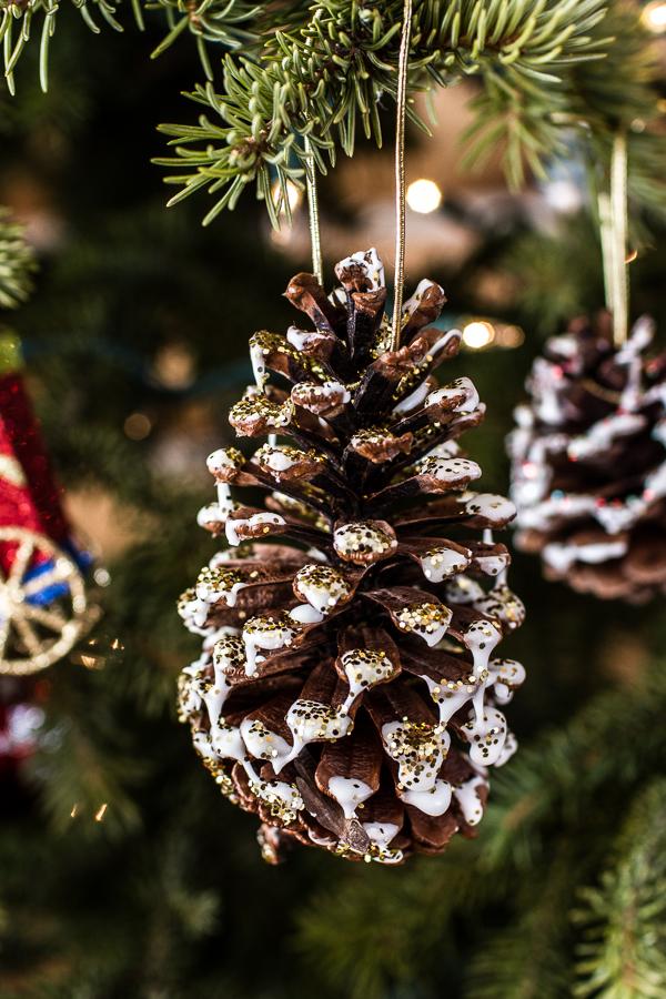 Piñas decoradas para Navidad