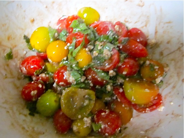 Салат из разноцветных помидорчиков