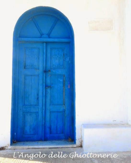 karpathos: cartoline dall'olimpo, di nettare ed ambrosia. una porta blu, che dà sull'isola più bella e selvaggia del dodecaneso