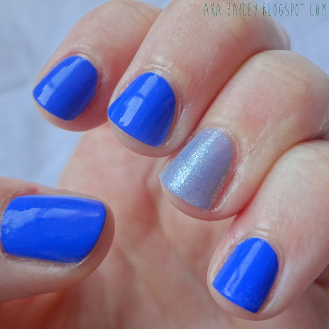 Sally Hansen Pacific Blue with Lapiz of Luxury Accent nail