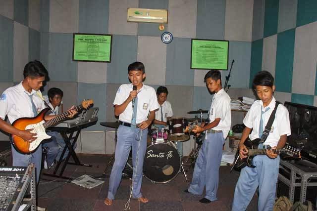 Ekstra Band Aksi Kreasi Siswa Dalam Musik