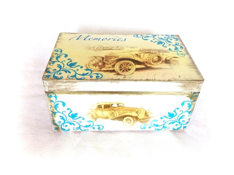 http://le-cose-animate.blogspot.ro/2014/07/blue-ride-baby-box-cutie-personalizata.html
