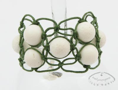 Makramowa bransoletka z koralem białym