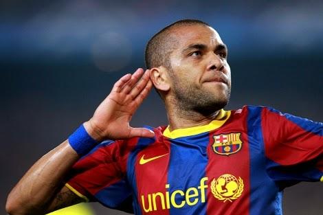 Daniel Alves o melhor lateral direito do Pro Evolution Soccer 2013.