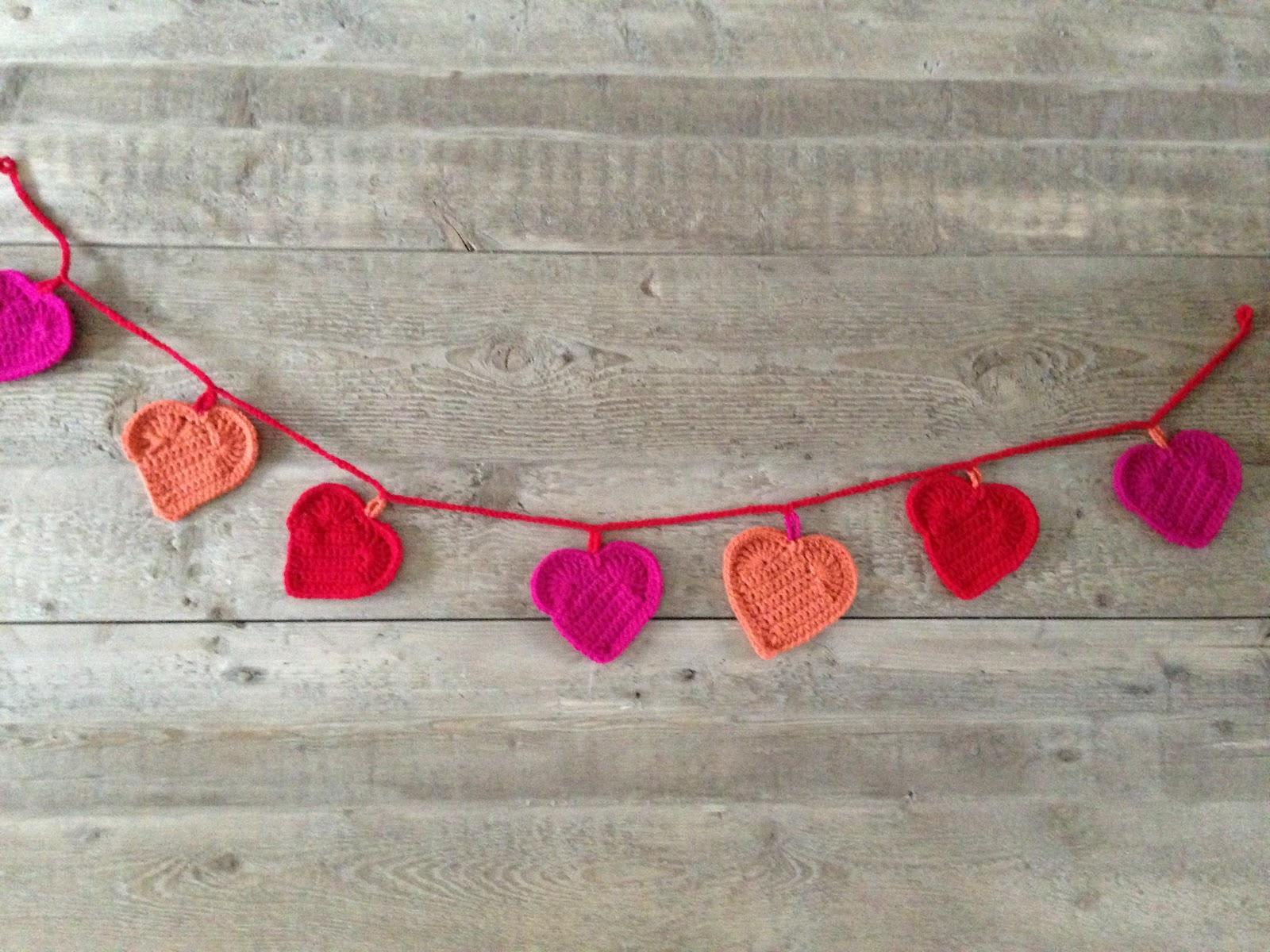 Annoos Crochet World Valentine Heart Garland Free Pattern