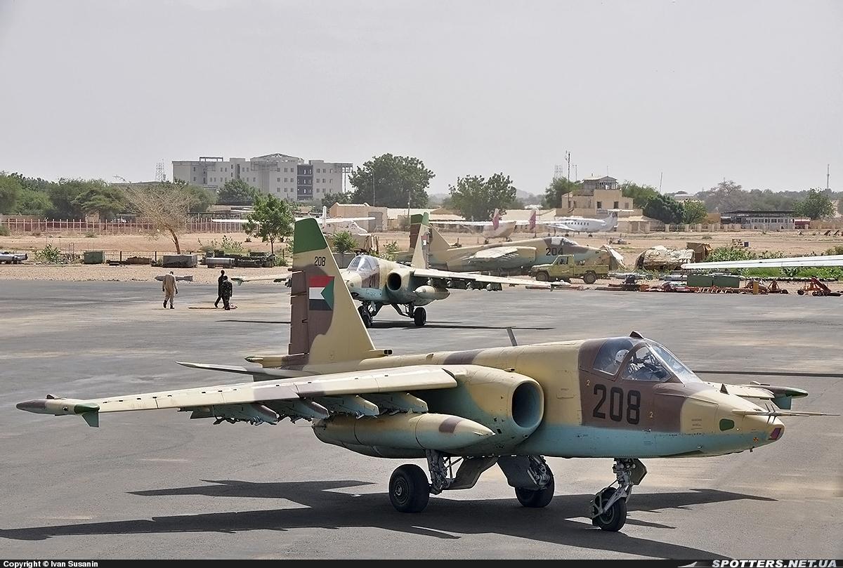 Soudan SUDAN+SU-25+208+RODANDO+EL+FASHER+23-07-2013