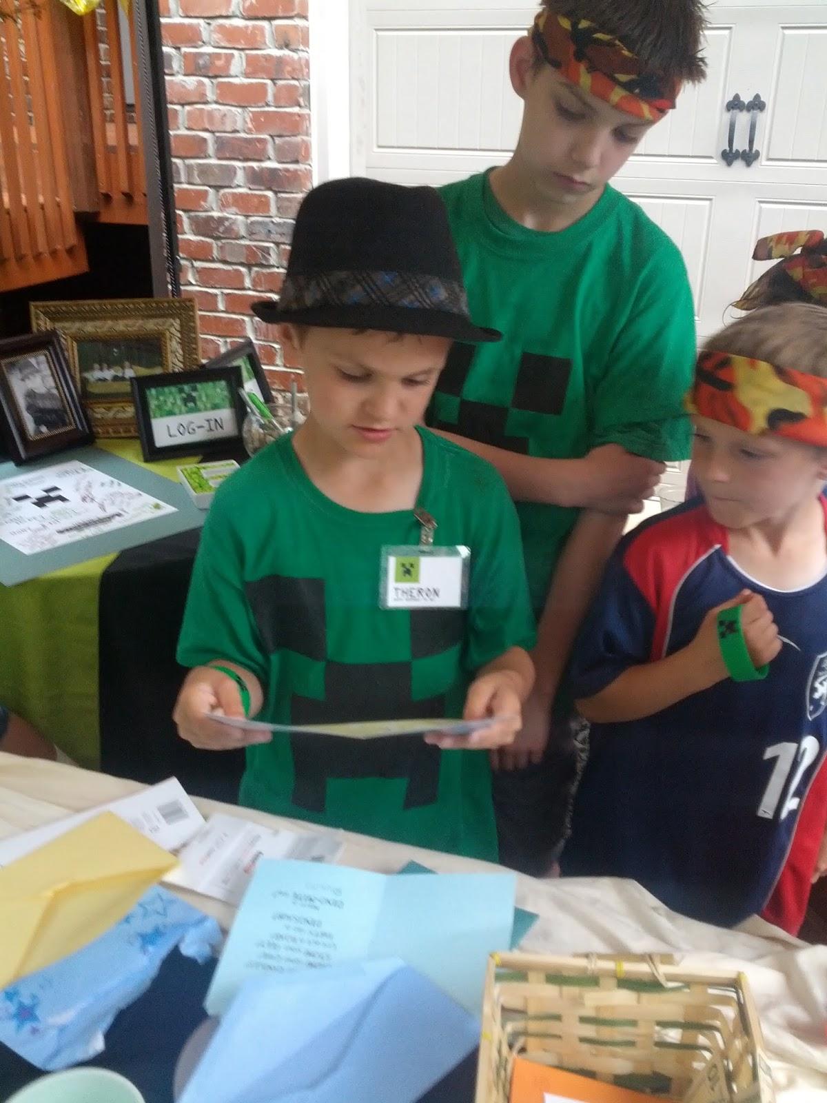 Minecraft Birthday Party Ideas and Invitations! By 3.bp.blogspot.com