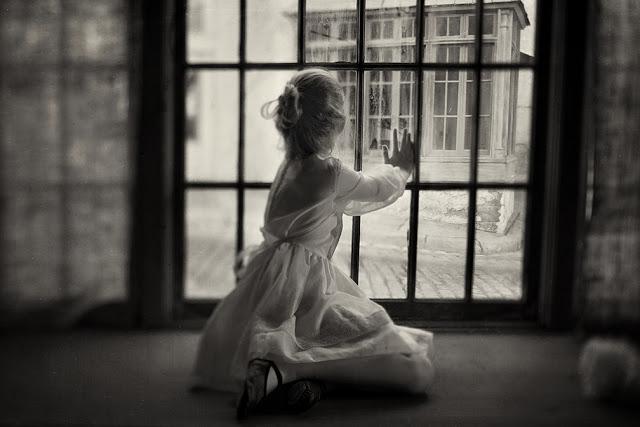 Тоска в черно-белых фотографиях Кэролайн Хэмптон