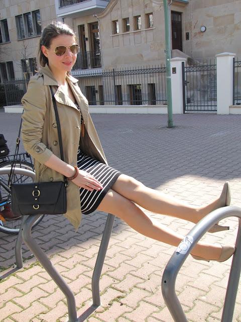 stripe dress, trench coat, blogger
