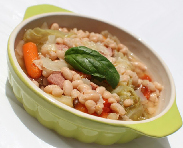 What's Cookin' Italian Style Cuisine: Ham, Cabbage and White Bean Soup