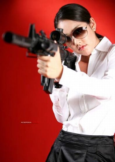 Wallpaper free download girls with guns girls with guns wallpaperssexy girls with gun wallpapersbeautiful girls with gun wallpapersguns wallpaperssexy girls with guns voltagebd Gallery