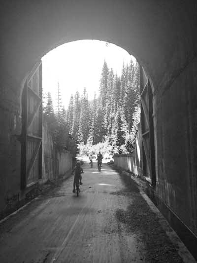 hiawatha tunnels bike trail