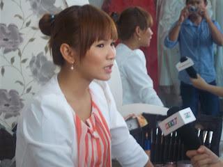 cận cảnh make up ngọc chango buổi ghi hình cho đài truyền hình HTV7