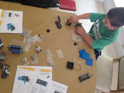 Assembling a Rokit Smart Bot: STEMmom.org