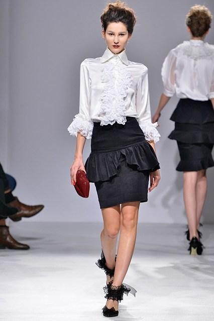 PPQ AW15 catwalk show - black and white 80s gothic fashion