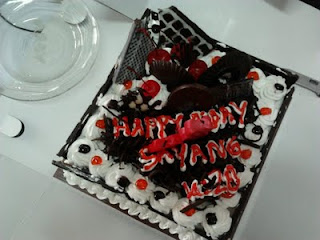 Kue ulang tahun ke-28
