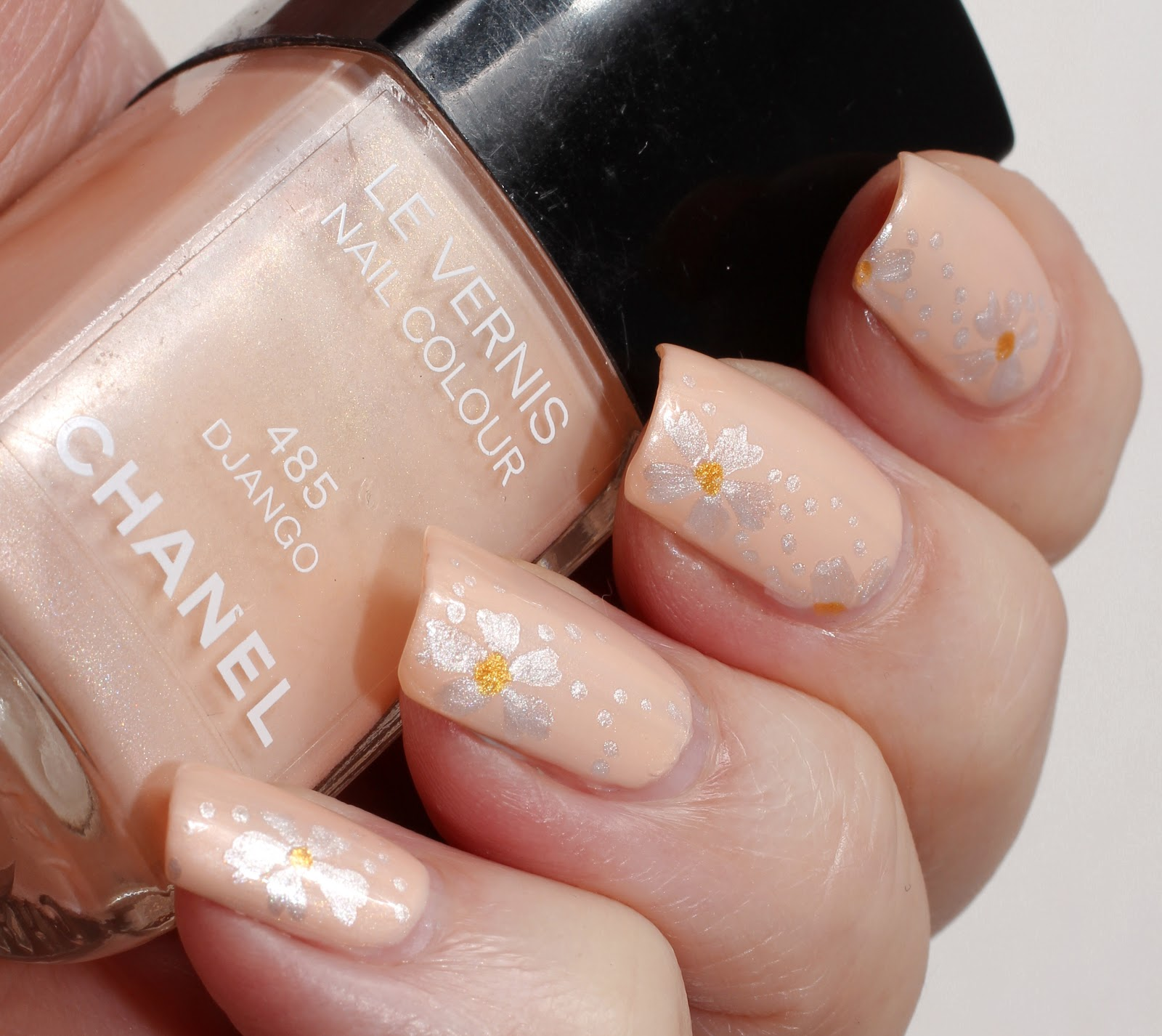 Marias nail art and polish blog neutral nail art artsy wednesday the theme in this artsy wednesday is neutral so i chose chanel django 485 and it called for nail art prinsesfo Image collections