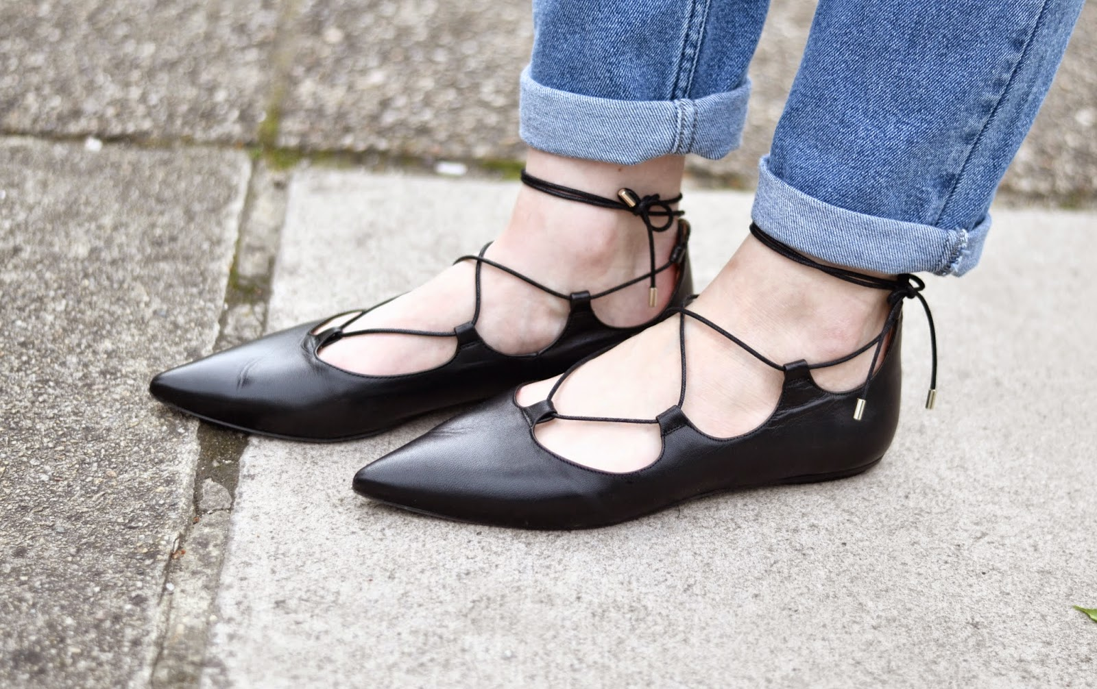 itslilylocket_girlfriend_jeans_lace_up_black_flat_shoes
