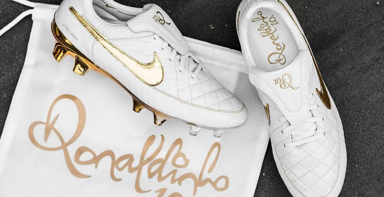 Ronaldinho himself already debuted pair number 940 of 3,000 of the stunning  White / Gold Nike Tiempo Legend V Premium 'A Touch of Gold' Football Boots  in ...