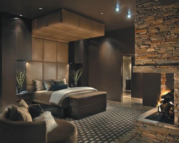 Elegante Dormitorio Con Alfombra A Cuadros Y Piedra En La Chimenea