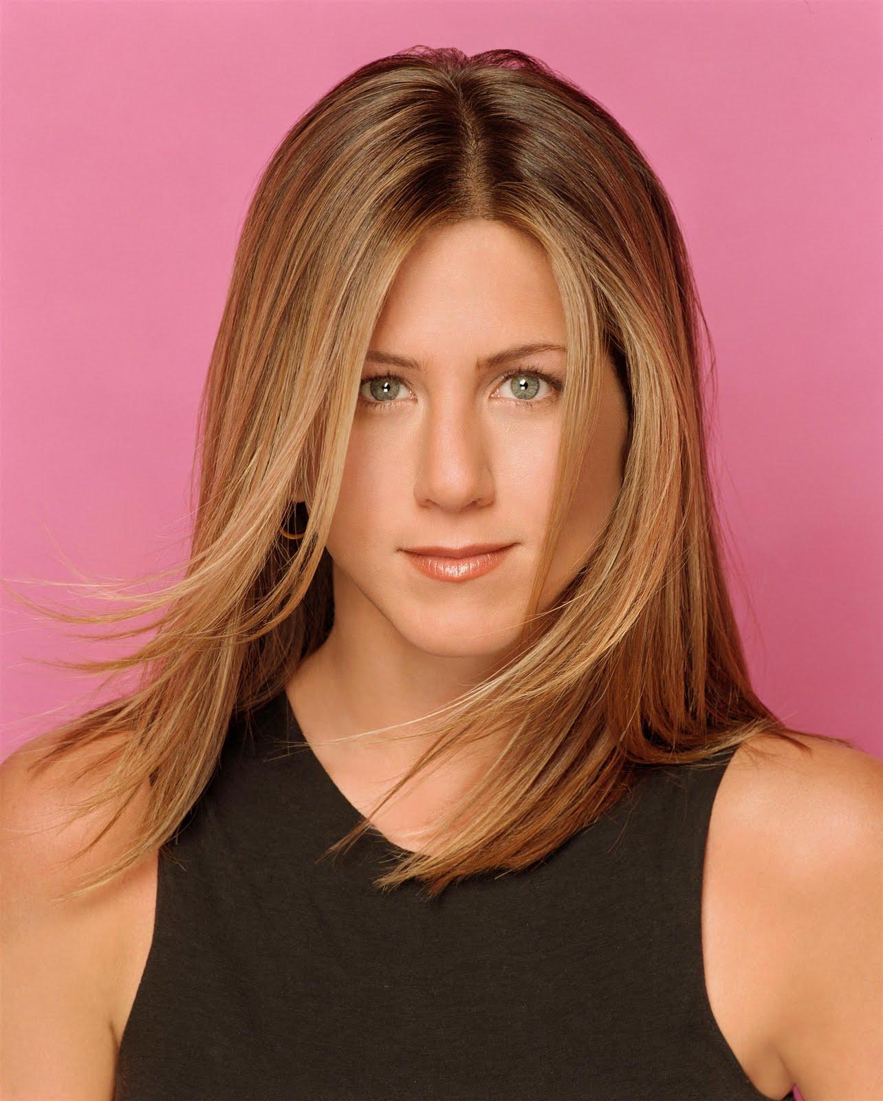 http://3.bp.blogspot.com/-TAvBuLkp5yY/TdtStZ-22iI/AAAAAAAAAcA/nkN5KeFTx2Y/s1600/jennifer_aniston_new_haircut_style.jpg