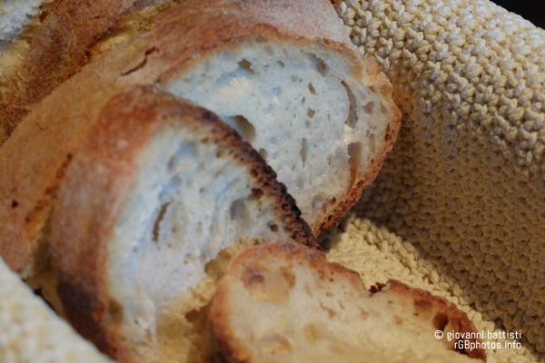 Fette di pane in un cestino