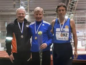 SM-hallit 2019 Jyväskylä M70 200 m: Pietilä hopeaa ja Pesonen kultaa; valok. Antero Markunsalo