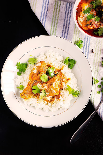 simple indian chicken curry in yogurt sauce