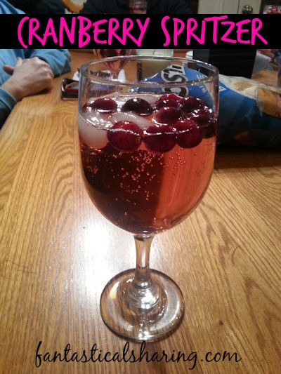 Cranberry Spritzer | Liven up your holiday season with this non-alcoholic beverage that is fruity and fizzy! #Christmas #cranberry #drink #beverage #recipe