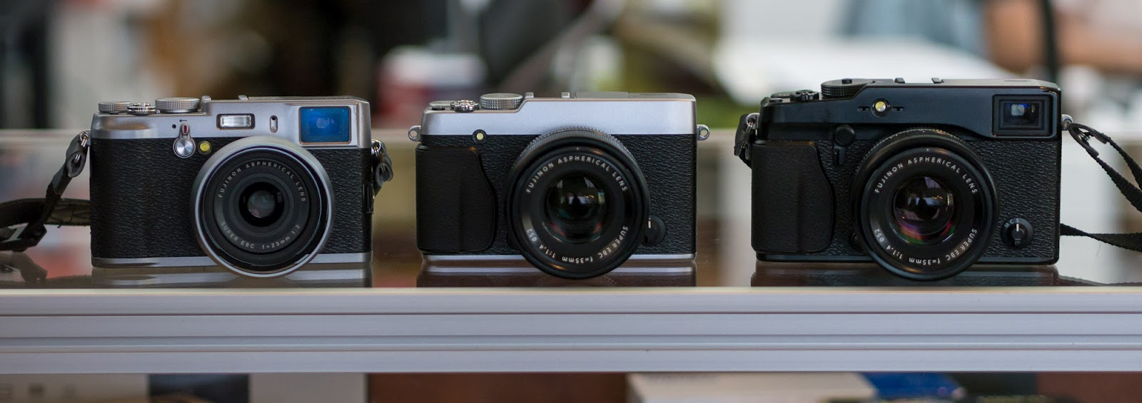 The X-E1 body I handled was a prototype and it did not even have its
