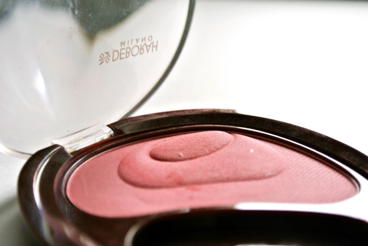 Deborah Milano Natural blush Cherry swatch pudrijera review